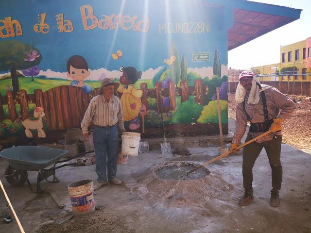 Trabajos de rehabilitación en el jardín de niños Juan de la Barrera en Acatic