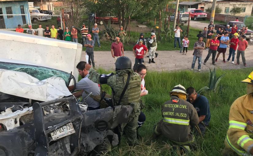 Prensados y heridos en accidente enJalos